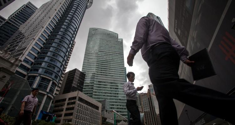 新加坡股市上升及其经济情况似乎有矛盾。6月份采购经理指数(PMI)跌至50.7。PMI一旦低于50,表示生产开始面对压力