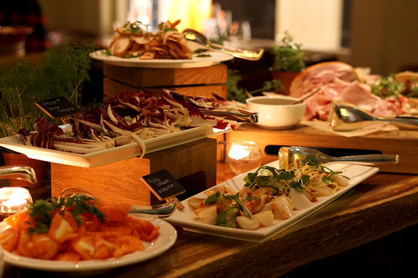 自助餐有多款开胃菜供食客享用