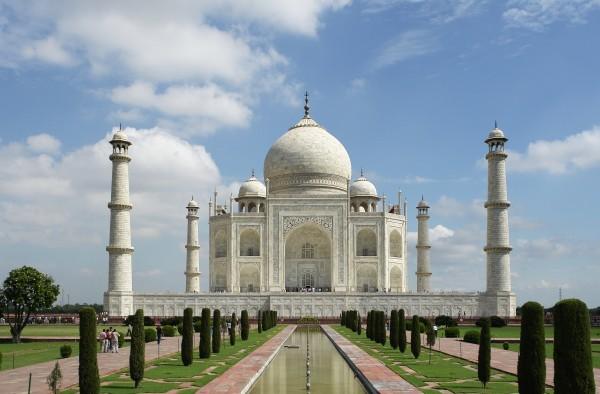 """印度是""""金砖四国""""之一,其经济正要起飞,现在是投资于印度的时候吗?"""