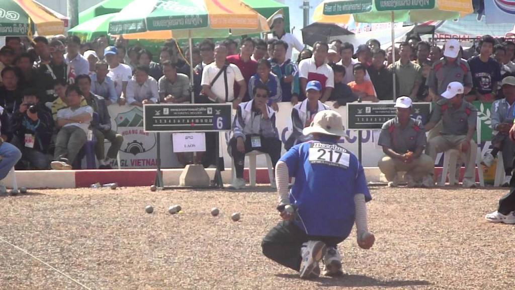 地掷球竞赛 照片来源:Ung Chamrong频道,YouTube