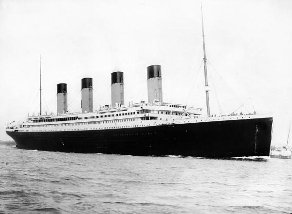 RMS_Titanic_3-600x441