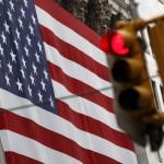 特朗普希望2020年总统选举能连任,因此2020年美国经济要好。如果美元利率长期不加一路撑到2020年,恐怕会出现盛极而衰的问题