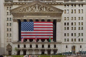 特朗普减税的计划会推动美国经济发展加速,极可能变成经济过热、通货膨胀,因此加息是对冲行动,不会打击美国经济。所以,近期股市下跌的真正理由是股价已经太高,需要找个理由降温