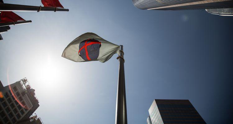 香港股市没有公布季度业绩的传统,只有少数上市企业跟随美国式的制度公布业绩,因此少了炒业绩的机会。不过,既然美国的科网股、金融股向好,相信也将对香港的科网股、金融股提供动力。图片来源:Lam Yik Fei/Bloomberg