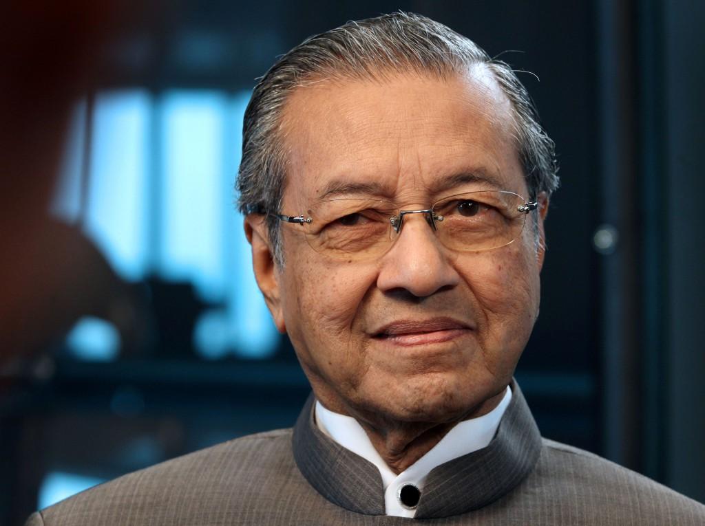 马哈迪当年革除安华职务,独排众议实行资本管制