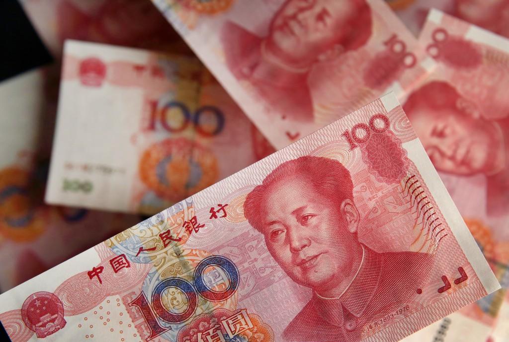 人民币一贬值,外国资金就可能沽售股票再沽售人民币,暂时离场观察