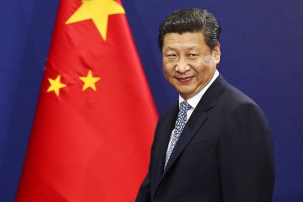 """习近平估计特朗普的所谓向所有中国产品征收25%关税只是虚张声势,用来吓唬中国人。于是习近平在近一段日子,不断地出言安抚民情,说中国政府会以""""六稳""""为今年的经济规划主题。 图源:SeongJoon Cho/Bloomberg"""