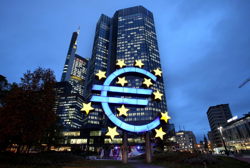 我认为不论谁胜出,股市依然会继续向好。如果马克宏得胜,股市会继续目前的乐观情绪,不必担心法国脱离欧盟。如果极右派的勒庞得胜,也只不过是重复英国脱欧公投结果出炉之后的情况,股市先急跌而后回升。图片来源:Hannelore Foerster/Bloomberg
