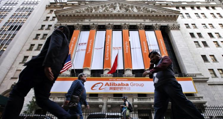 阿里开发的餘额宝好似银行,吸收了近万亿元的存款。