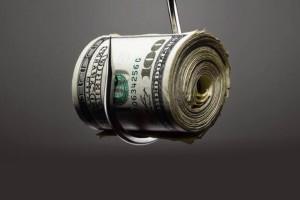 沽空公司往往将自己放在道德高处,说他们的沽空报告是在协助投资者明白一些老千股的虚假资料。人人都知道,沽空公司真正的目的是通过沽空获取暴利,最惨的受害者是持有相关股票的小股民