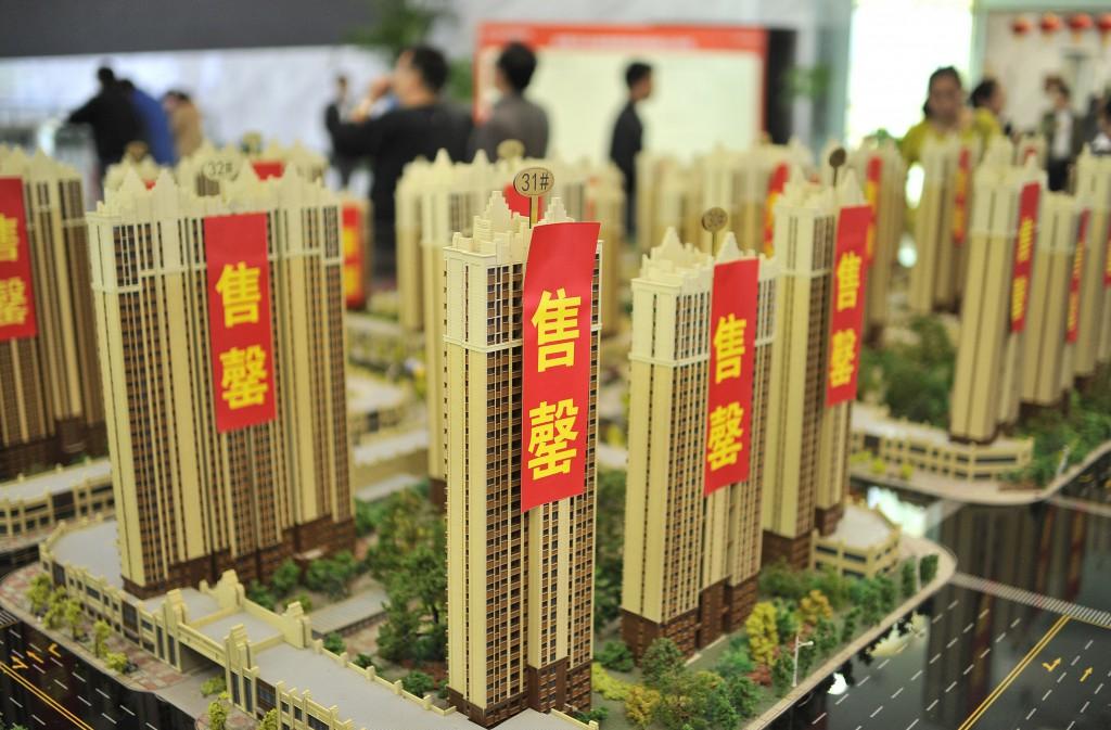 在香港上市的中国内地房地产股股价狂升。理由就是这些地产商今年的盈利增长及售楼成绩都很惊人。香港的房地产股股价也有不错的增长,只是上升幅度比不上香港上市的中国内地房地产股