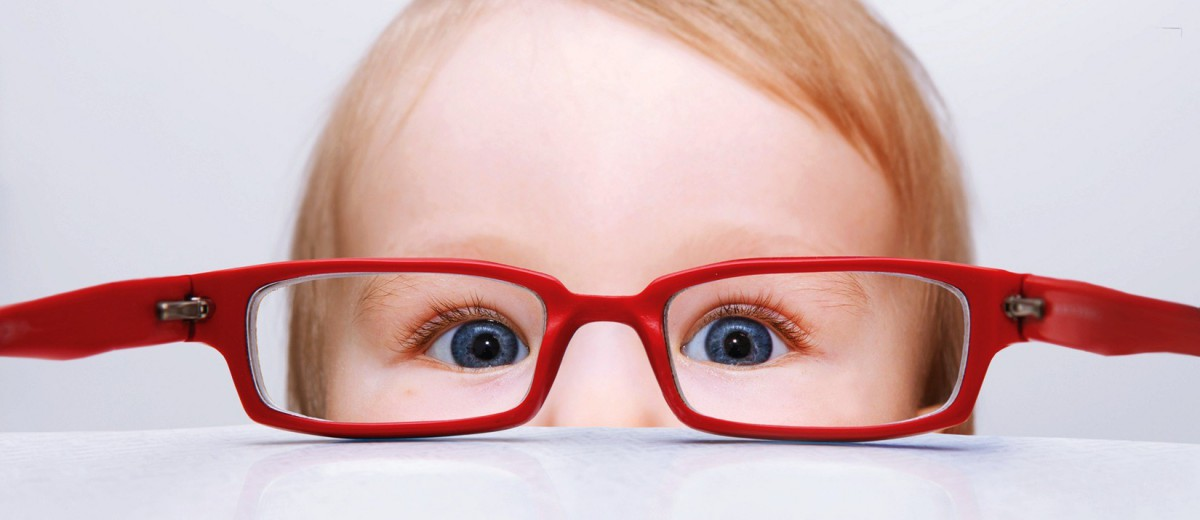 Cute-Baby-Wearing-Red-Glasses-Wallpaper