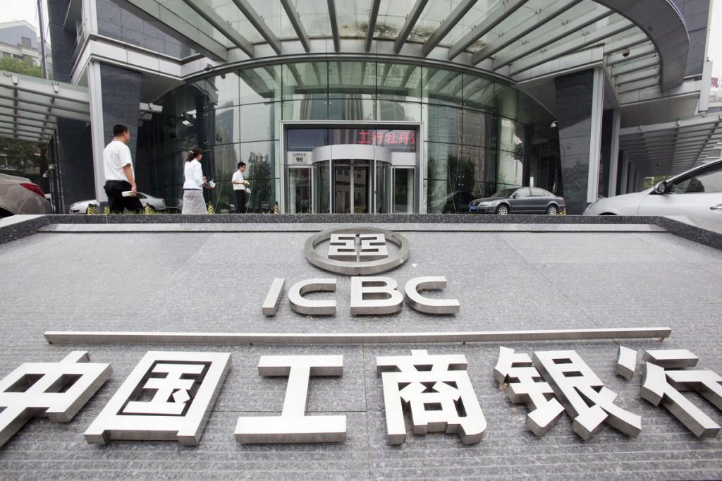 8月25日,恒指再破顶,靠的是工商银行(1398)、建设银行(0939)、中国银行(3988)、中国平安(2318)、中国人寿(2628)等中国金融股这个板块