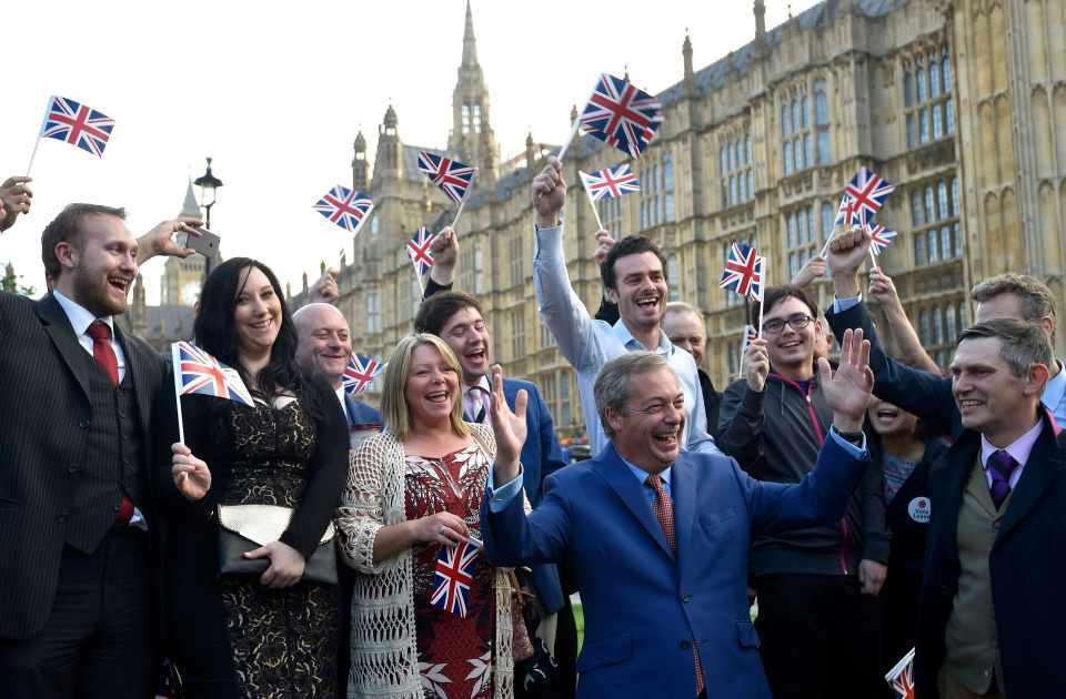 脱欧阵营在公投后庆祝;来源:路透社