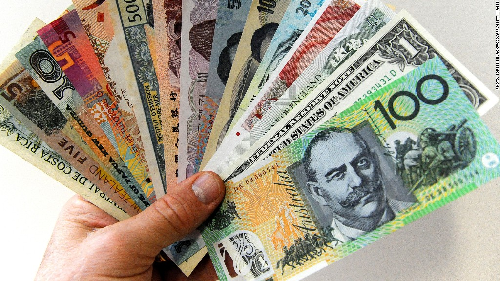 A 100 Australian dollar note (R) is displayed with other foreign currencies in Sydney on May 26, 2010. The plunge in the Australian dollar, which has hit nine-month lows, is due to traders selling down the local currency amid recent sharp falls on the share market and fresh concerns about the stability of Europe's financial system.  AFP PHOTO / Torsten BLACKWOOD        (Photo credit should read TORSTEN BLACKWOOD/AFP/GettyImages)