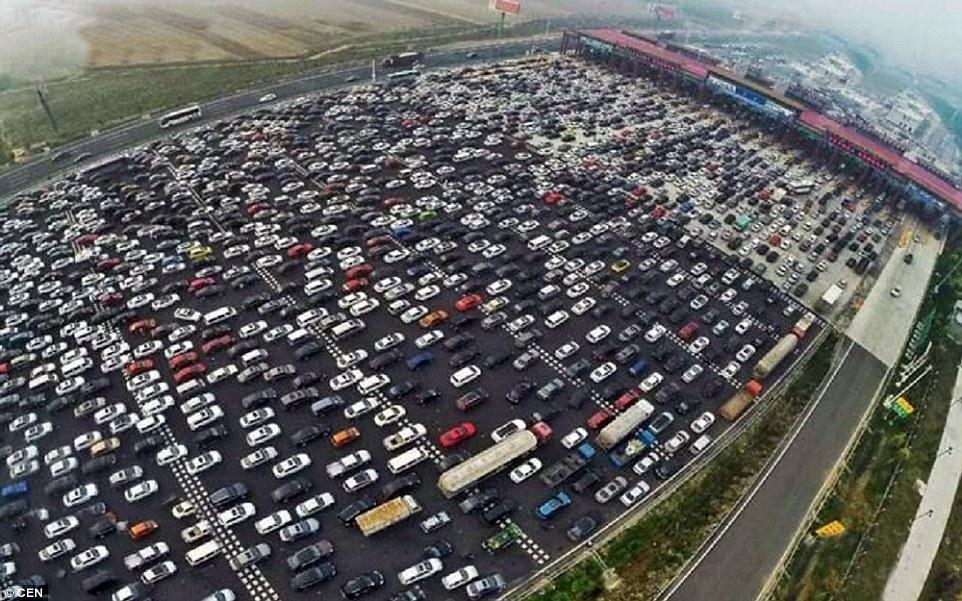 中国公路上的车子越来越多