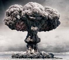 核战是不可能出现的,广岛与长崎是人类历史上最后两个核弹灾难。今日的核战结果是人类毁灭,世界末日