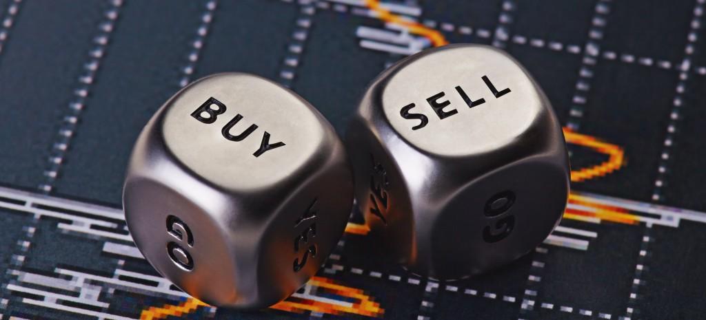 """多数人在低价沽出股票之后,即使股价再跌,也只会庆幸自己以""""高价""""卖掉,而不敢趁低价再买回。卖了股票之后股价再跌,只会增强自己看淡的心态,怎么敢以更低的价格买入?"""