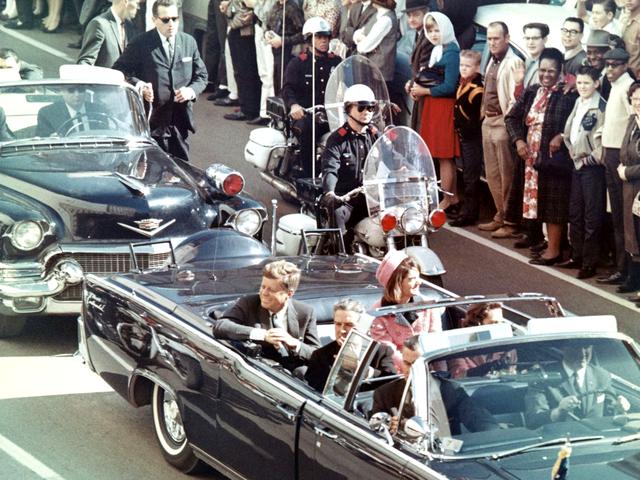 1961年上任的美国总统肯尼迪于任内遭遇枪杀身亡,全球传媒也热烈报导美国每20年必有一位总统死于任内的魔咒。图源:Walt Cisco, Dallas Morning News (通过维基共享资源)
