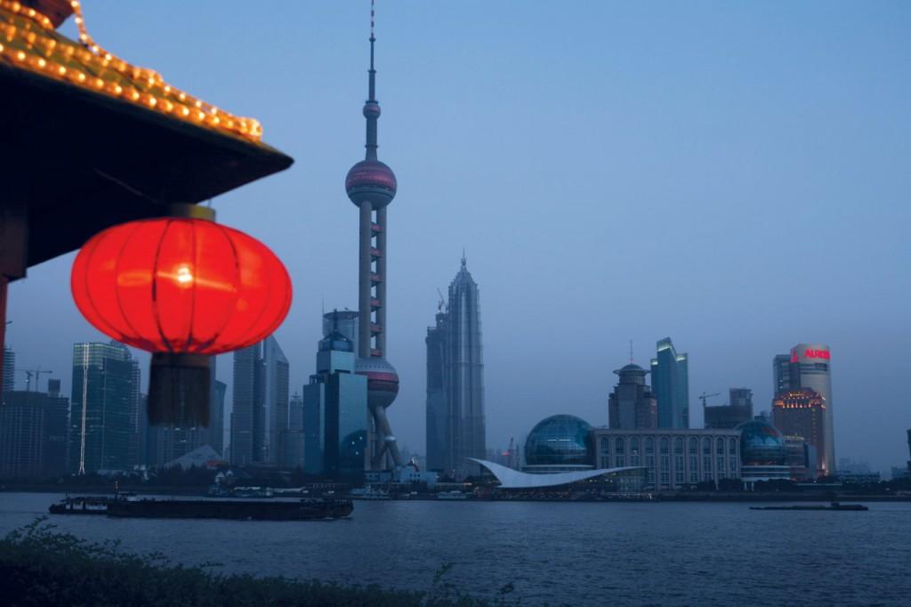 强国不能没有高科技,于是中央制定一份清单,要在2025年让一批中国产品达到世界领先的水平。特朗普看在眼里,第一批总值340亿美元的征税清单就是中国想在2025年达到世界领先水平的产品