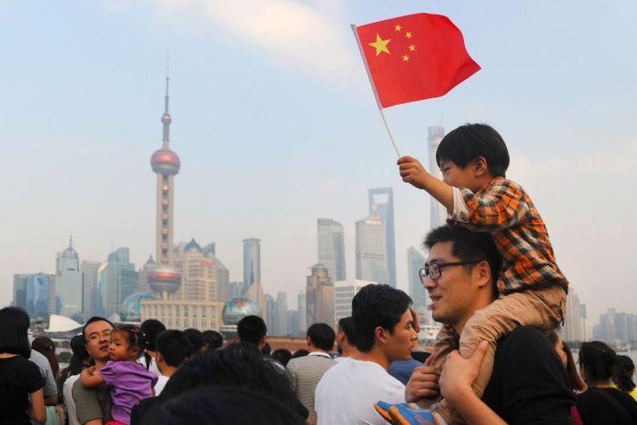 """首届中国国际进口博览会(CIIE)在上海开幕,并且非常高格调地由中国国家主席习近平亲自主持开幕。中国要从""""世界工厂""""再进一步成为世界市场,13亿人市场肯定是世界最大的市场"""