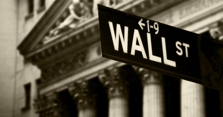 2月15日,特朗普真的宣布美国进入紧急状态,不过一点也没有影响当天正在上升的美股,市场接受特朗普的行为