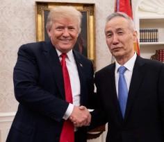 """中美联合声明公布后,特朗普并没有大事庆祝""""胜利""""。显然的,他自己也不满意这份联合声明的内容。联合声明完全没有指出中国该削减美中之间贸易逆差的金额"""