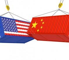 努钦说要调查中国政府是否操纵人民币汇率后,特朗普马上说要向总值5,000亿美元的所有中国产品征收关税,所指的就是中国政府操纵人民币汇率之事