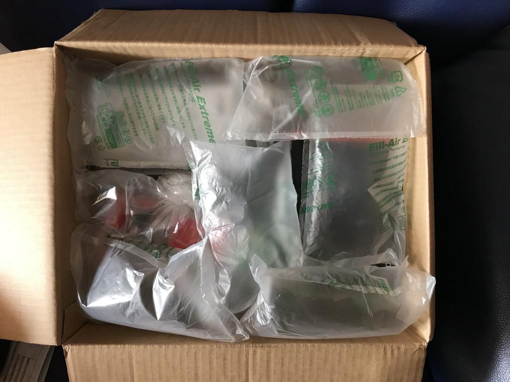 为了避免货品受到撞击,电子产品的包裹内会有这些充气袋