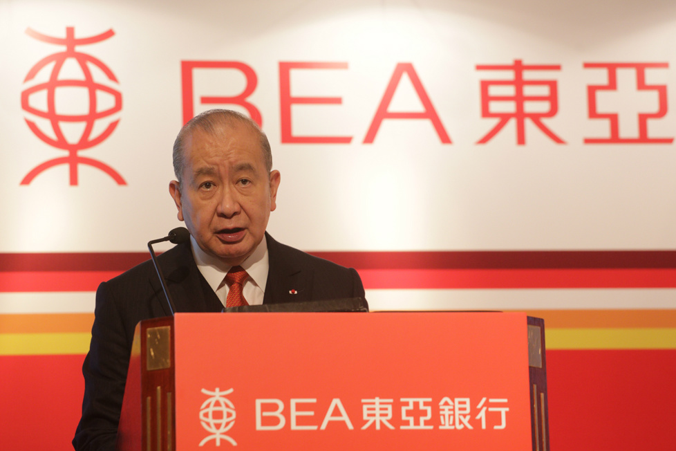 主席兼行政總裁李國寶博士